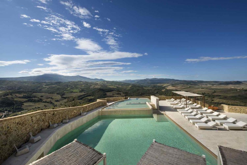 Castello di Velona - Pool View (3)