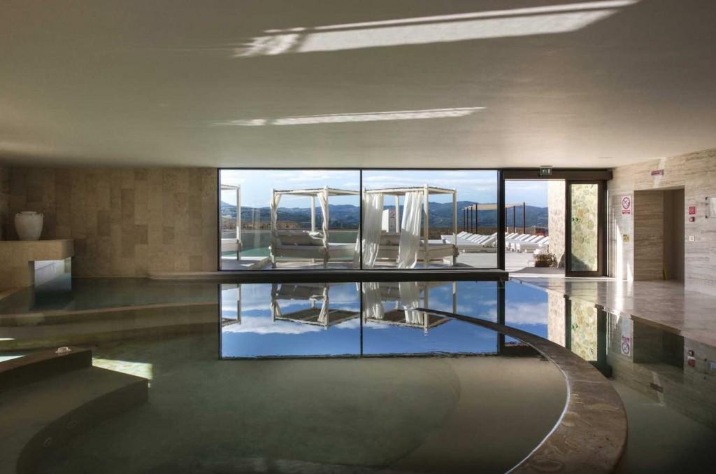 Il Castello di Velona è uno dei più bei Small Luxury Resort in Toscana:47 camere,1500 mq di SPA,Ristorante Settimo Senso immersi nel cuore della Val d'Orcia