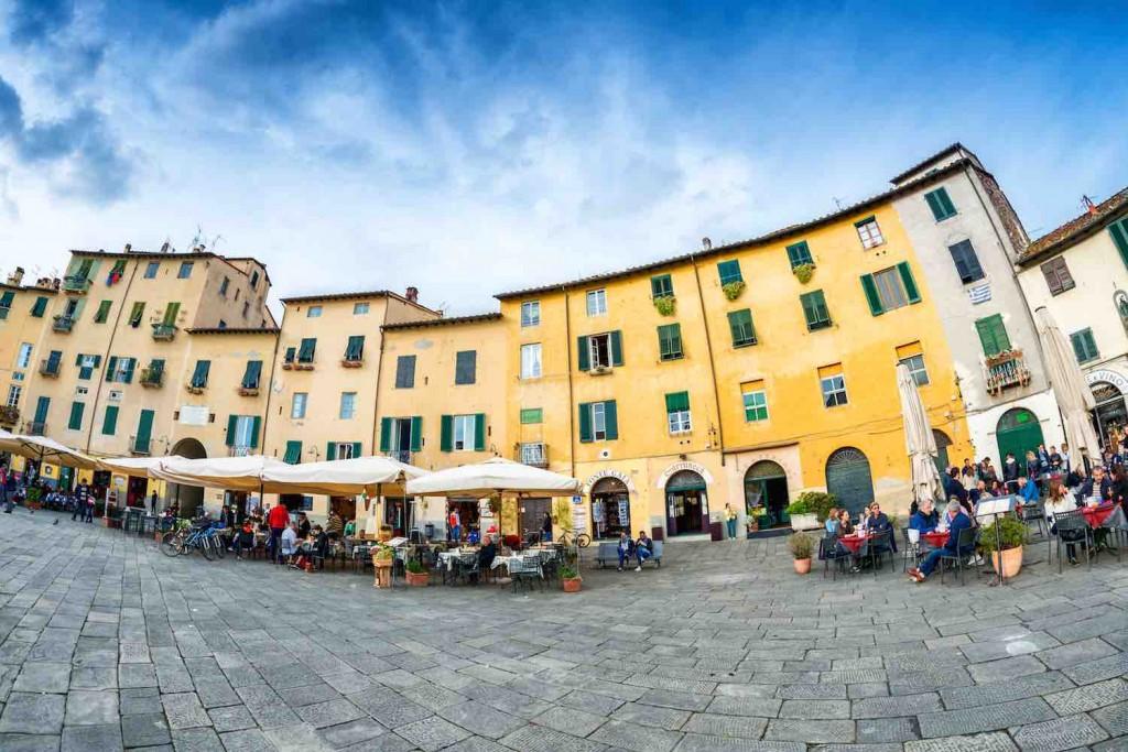 Lucca Piazza dell'Anfiteatro 2