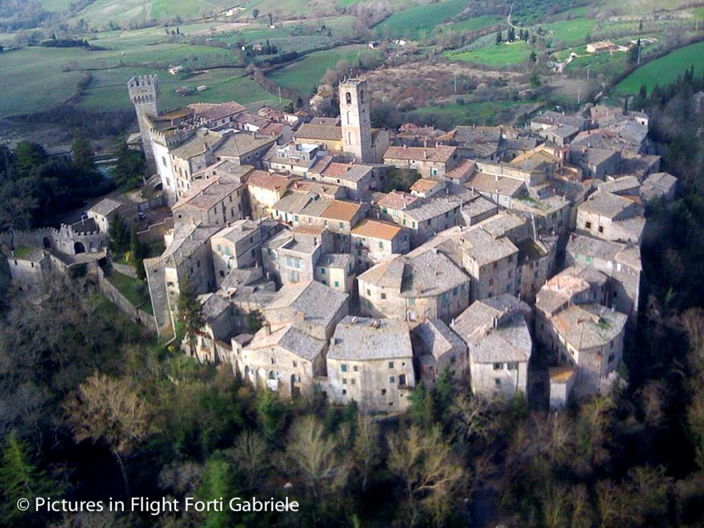 San Casciano dei Bagni è un borgo nel Chianti, famoso per le sue 42 fonti termali.Luogo ideale per un weekend in Toscana alla scoperta di antiche tradizioni