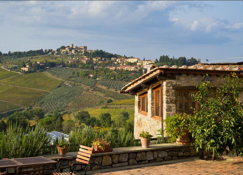Tre borghi del Chianti, ognuno famoso per una ragione differente: Montefioralle per l'architettura, Panzano per la bistecca e Radda in Chianti per il vino.