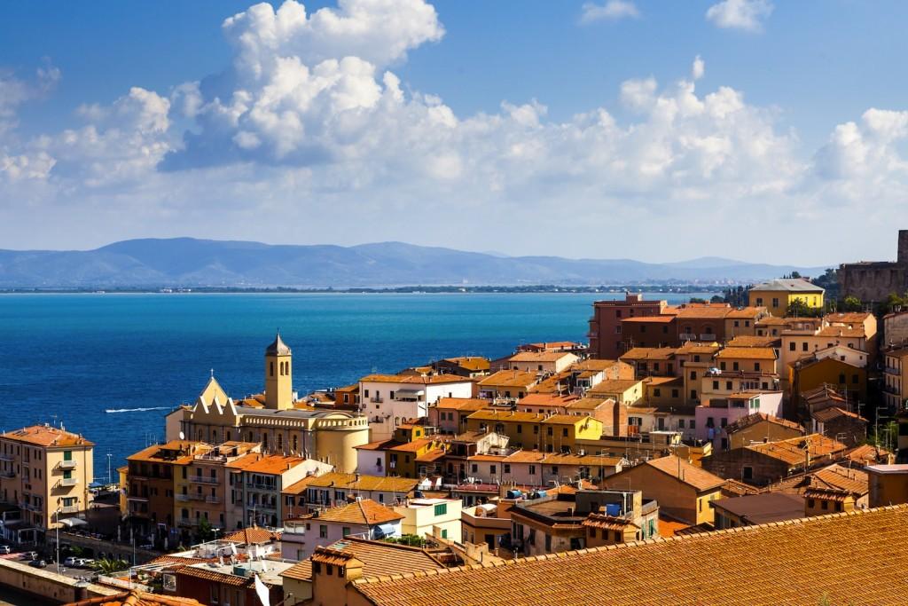 L' Argentario è uno dei luoghi ideali per una vacanza in Toscana,con borghi medievali,mare cristallino, antichi mestieri, eventi e prodotti tipici maremmani