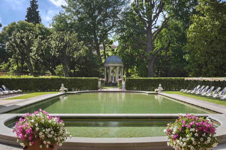 Il Giardino della Gherardesca, il giardino del Four Seasons Hotel Firenze, aperto al pubblico per una raccolta fondi per l'Istituto degli Innocenti.