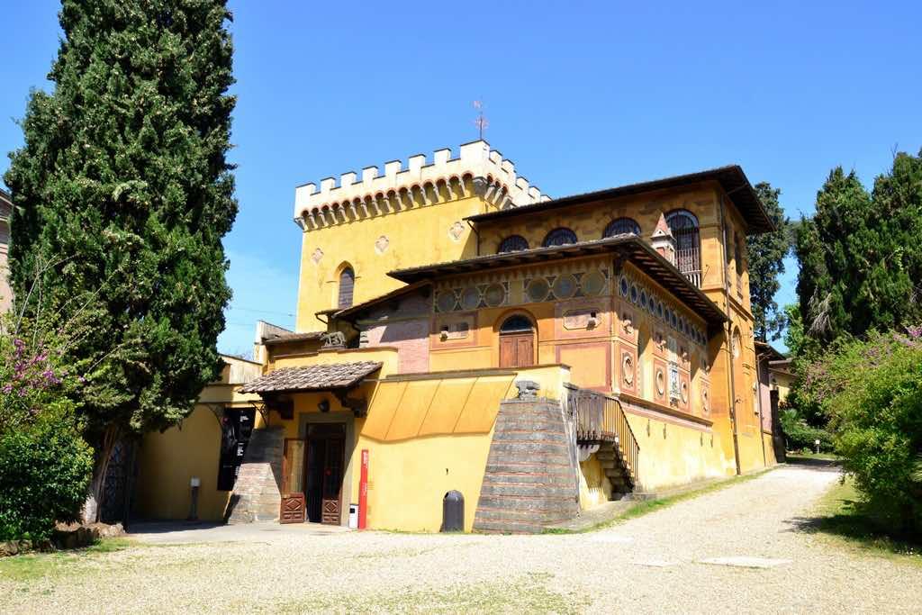 Il Museo Stibbert si trova nel Quartiere 5 di Firenze all'interno dell'omonimo parco cittadino