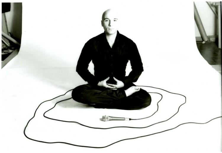 Simone Baldini Tosi propone un concerto yoga al Museo Stibbert di Firenze, domenica 27/09. Frequenze a 432 Hz per stimolare l'equilibrio tra corpo e natura