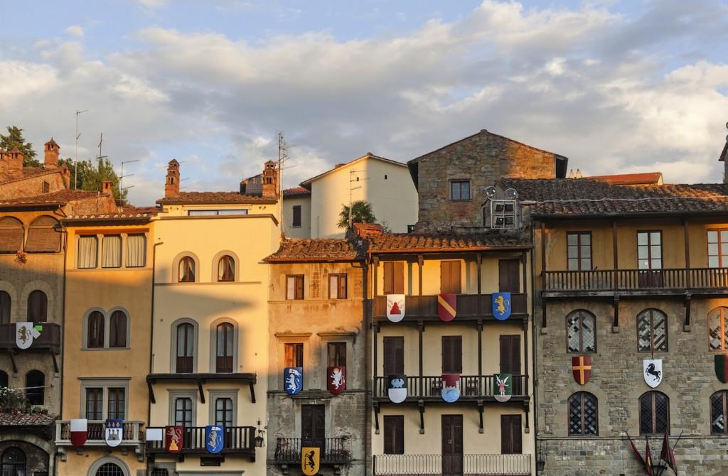 La Giostra del Saracino è un'antica competizione cavalleresca che si svolge a Arezzo ogni anno. Il 6 settembre si terrà la seconda Giostra del Saracino 2015