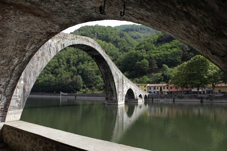 La garfagnana oltre i parchi fortezze borghi e ponti del for Foto di ponti coperti