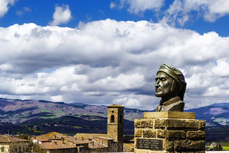 Poppi è uno dei borghi più belli d'Italia. Si trova in Casentino, una terra ricca di cultura, storia, e prodotti tipici, nel Parco delle Foreste Casentinesi