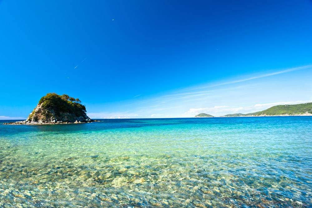 La Paolina davanti alla spiaggia di Procchio all'Isola d'Elba
