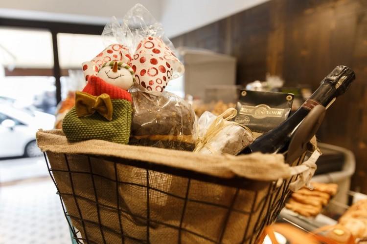 Al Forno Garbo di Firenze trovi i tradizionali dolci di Natale: panettone artigianale, pandoro, torrone, ricciarelli, panforte e ceste regalo ricche di bontà