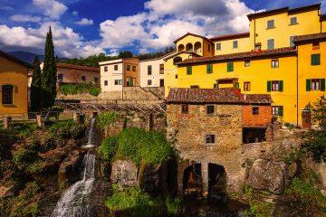 Loro Ciuffenna Toscana, è uno dei borghi più belli di Italia. Ai piedi del Pratomagno e vicino al Valdarno, è famoso per le coltivazioni di fagiolo zolfino