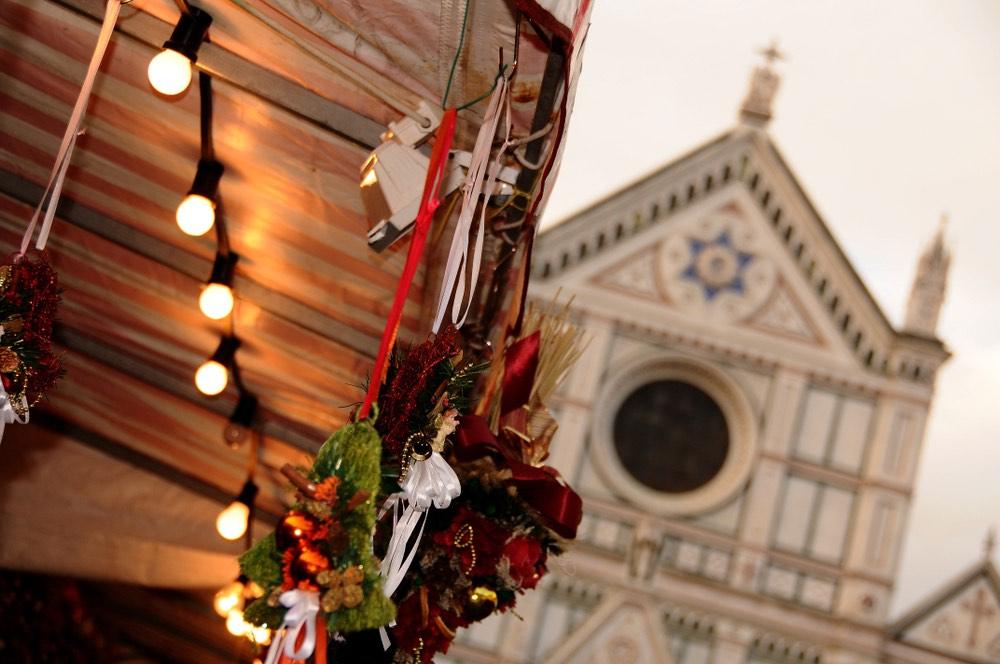 Mercato di Natale in piazza Santa Croce a Firenze