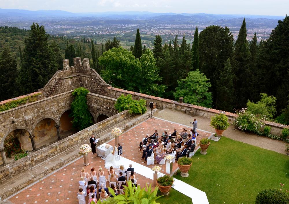 Matrimonio Vista Mare Toscana : Castello di vincigliata matrimonio medievale con vista