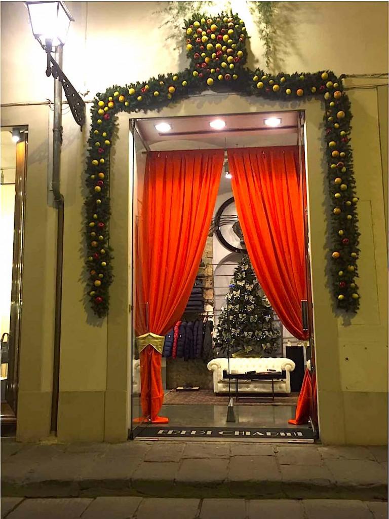 Il panno casentino è un tessuto made in Tuscany che il brand Opifici Casentinesi ha attualizzato, portandola alla ribalta nel mondo della moda e del fashion