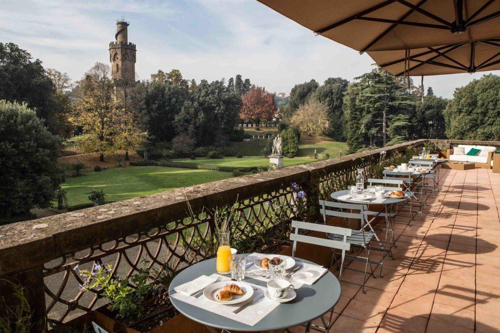 AdAstra Hotel Particulier è un affascinante hotel a Firenze, nel quartiere storico di San Frediano, immerso nel silenzio e nel verde del Giardino Torrigiani