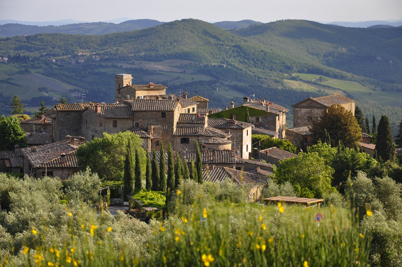 Tour del Chianti alla scoperta di Radda in Chianti, borgo medievale toscano dove assaporare prodotti tipici made in Tuscany e godere di bellissimi panorami
