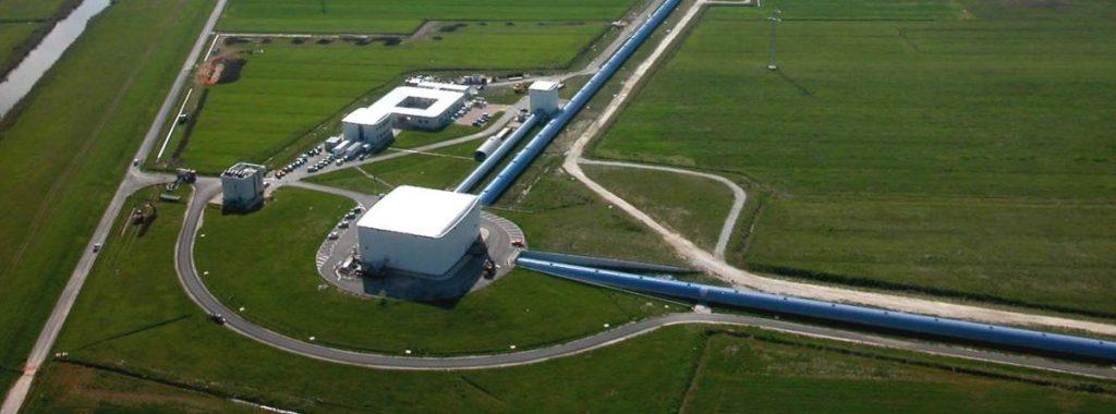 L'interferometro di Cascina a Pisa è lo strumento con cui i fisici hanno scoperto le onde gravitazionali, confermando la teoria di Einstein