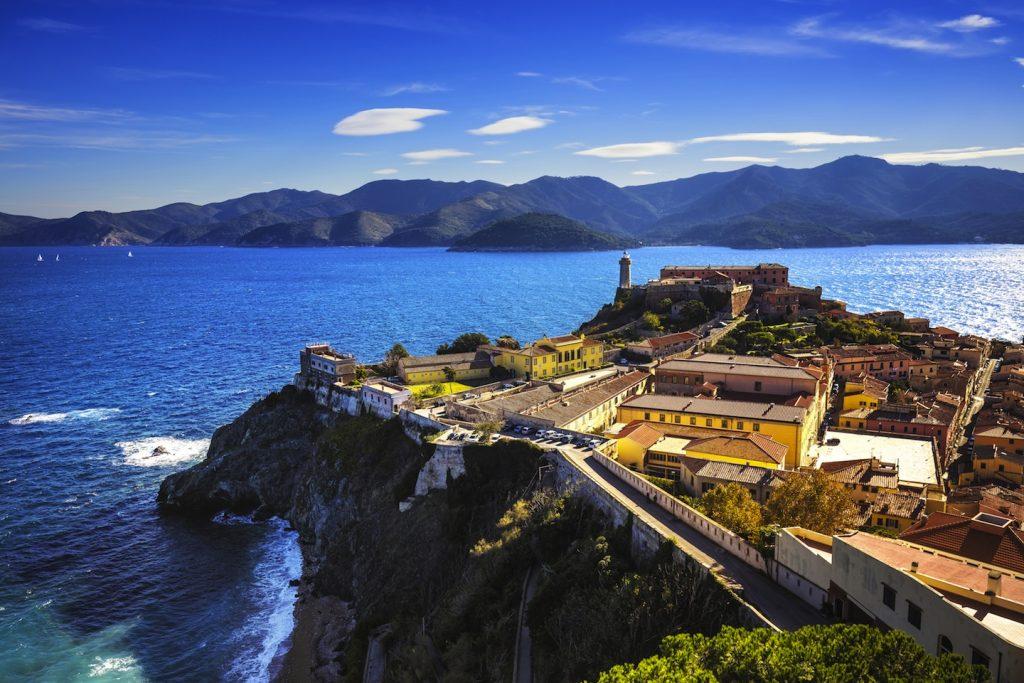 L'Arcipelago Toscano costituisce il più grande Parco Nazionale marino d'Europa. La leggenda della nascita delle isole narra che siano perle cadute a Venere