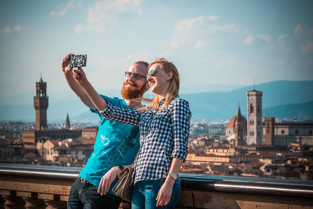 #Bacioalpiazzale a Firenze si celebra San Valentino con una settimana di eventi per la città in occasione della pedonalizzazione di Piazzale Michelangelo
