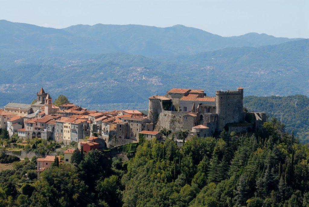 Castello Malaspina di Fosdinovo: un romantico weekend in Toscana, immersi tra antiche mura, grandi saloni e paesaggi mozzafiato seguendo le orme di Dante