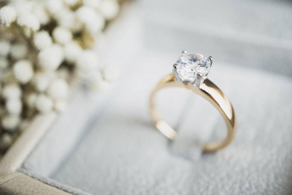 Anello di fidanzamento in elegante confezione