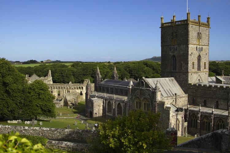 Tour del Galles del Sud: dalla poetica Laugharne di Thomas, al Parco Nazionale del Pembrokeshire, dalla Cattedrale di St David's fino alla colorata Tenby.