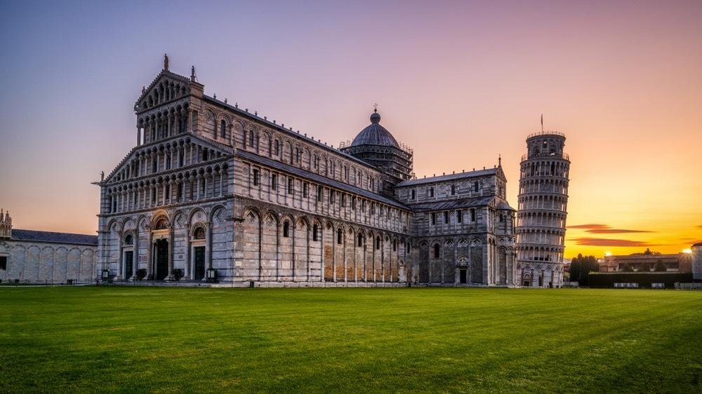 La Torre di Pisa, si trova in Piazza dei Miracoli ed è il campanile del Duomo di Pisa