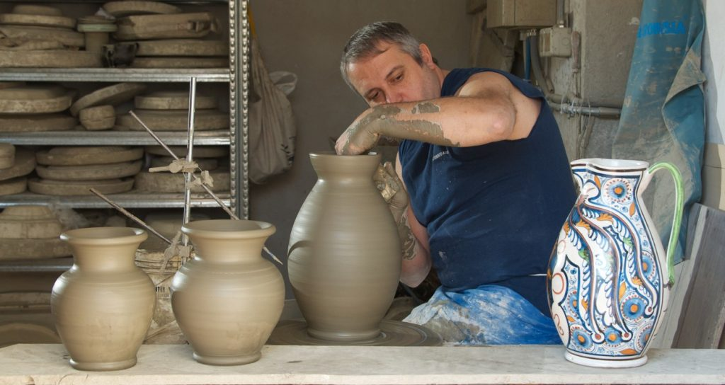 L'antica arte della maiolica di Montelupo Fiorentino: 7 maestri ceramisti a confronto
