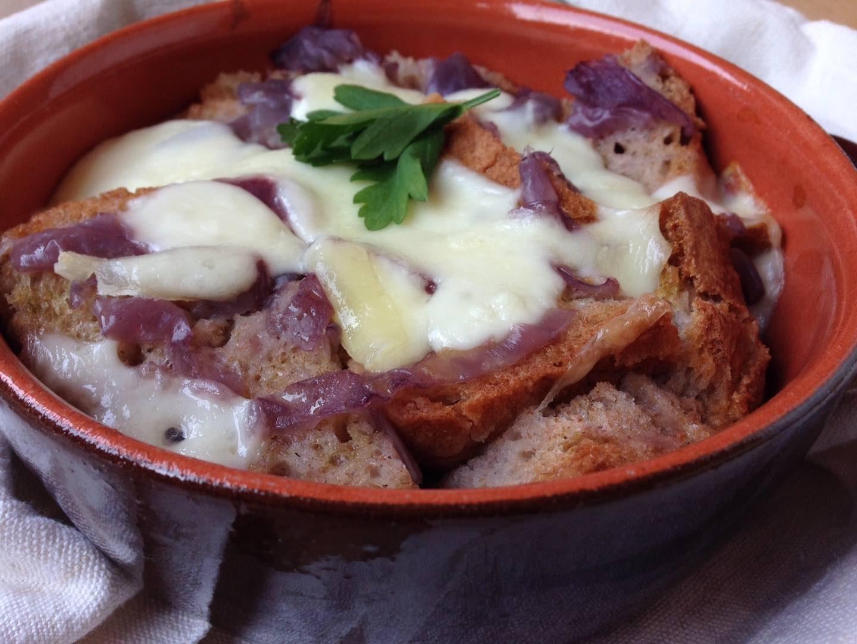 La Carabaccia è un piatto fiorentino che si può gustare in una delle meravigliose trattorie tipiche di Firenze