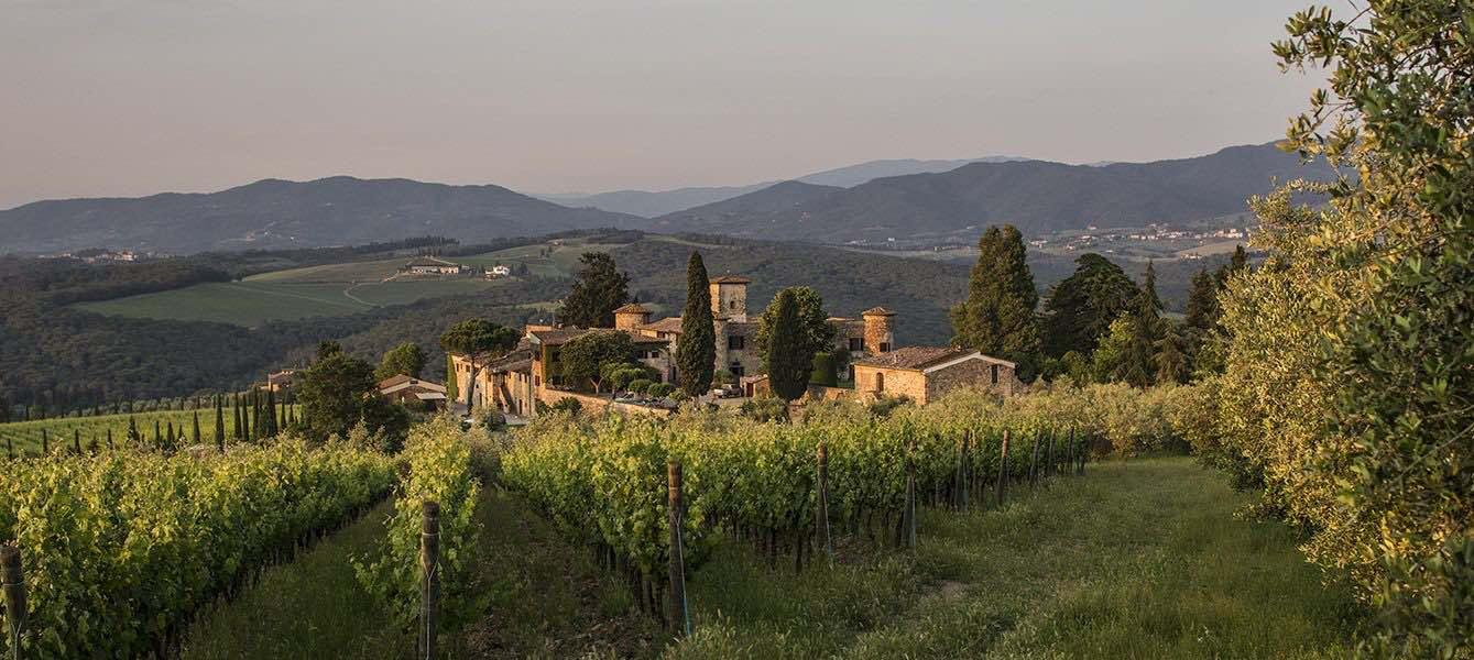 Il Castello di Gabbiano si trova vicino a Firenze nel comune di San Casciano in Val di Pesa.