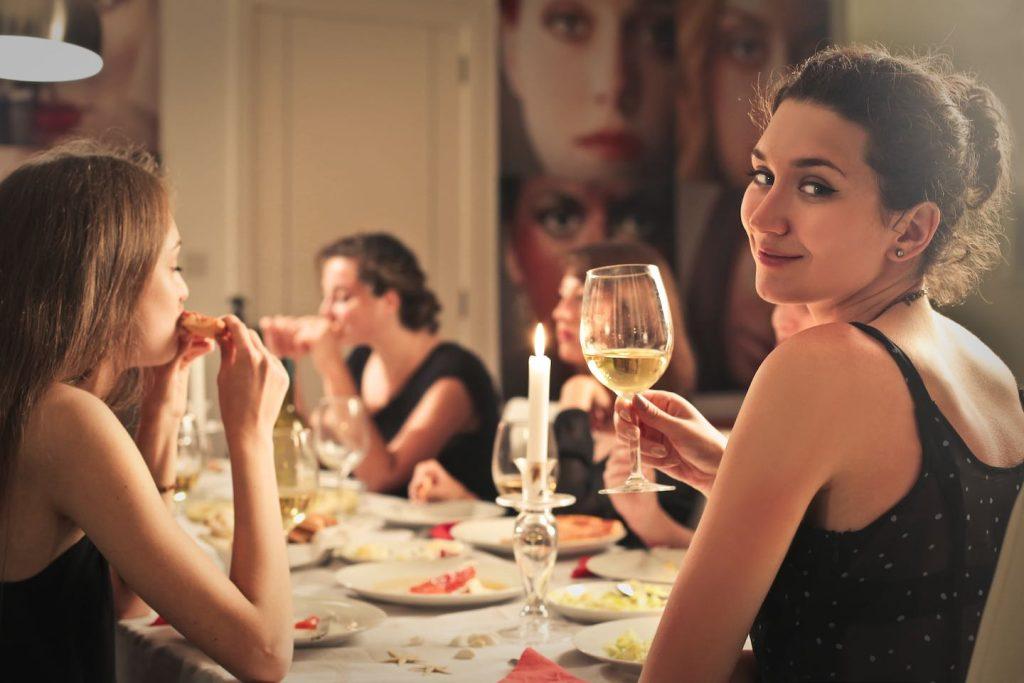 Le Supper Club by TuscanyPeople sono cene organizzate per 15 massimo 20 persone che non si conoscono, ma che condividono passioni comuni, iniziando dalla buona tavola.