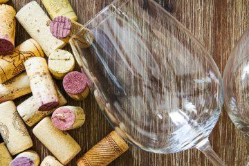 Sabato 28 e domenica 29 maggio 2016 arriva la 24° edizione di Cantine Aperte, il format turistico che quest'anno punta su gite in Vespa e degustazioni di sigari toscani.