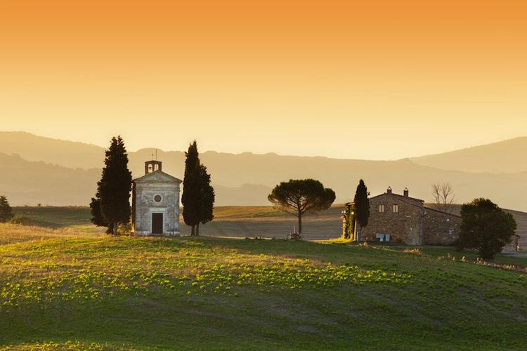 San Quirico d'Orcia è un borgo di origini etrusche in Val D'Orcia, luogo ideale per un weekend in Toscana tra arte, enogastronomia e paesaggi