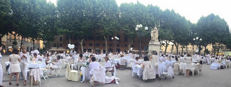 """A Viareggio l' 11 Giugno l'associazione AOSP che favorisce l'incontro tra arte e """"diversità"""" in particolare con la Sindrome di Down, organizza il White Party 2016."""