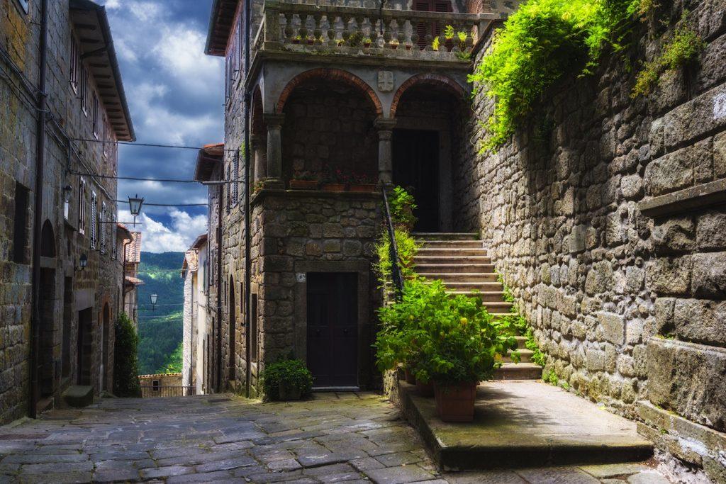 La Peschiera di Santa Fiora è un magico specchio d'acqua custodito dal Monte Amiata, vicino all'omonimo paese, ideale per un rilassante weekend in Toscana