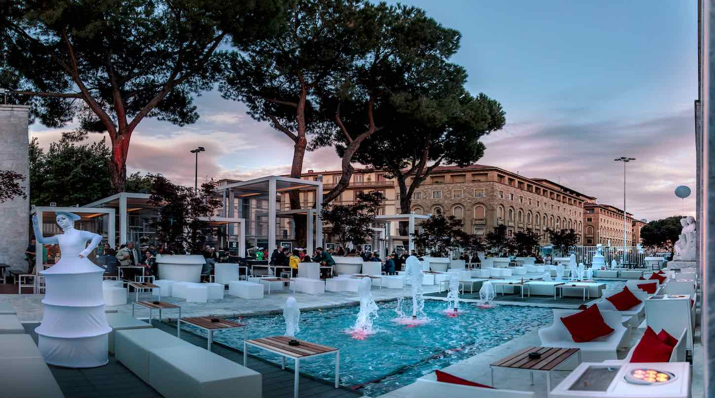 Aperitivo in piscina a Firenze: 4 luoghi da sogno