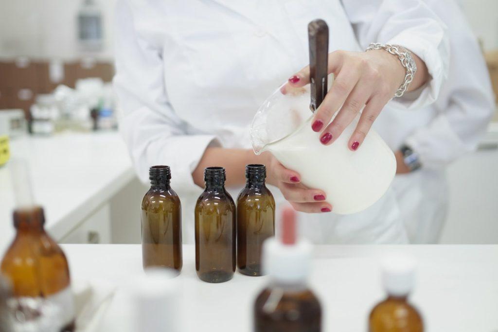 Biofficina Toscana è l'azienda di biocosmesi 100% Made in Tuscany che si basa sulla chimica verde, sull'agricoltura biologica a km0 per creare prodotti ecobio.