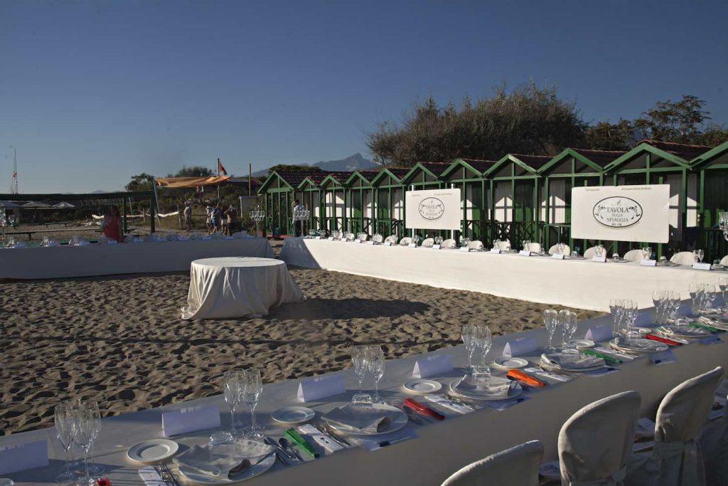 A tavola sulla spiaggia piatti premi e partecipanti della for Bagno san francesco forte dei marmi