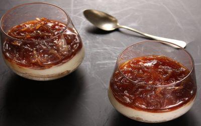 Preparazione della cheesecake salata al bicchiere con confettura di cipolle rosse di Certaldo