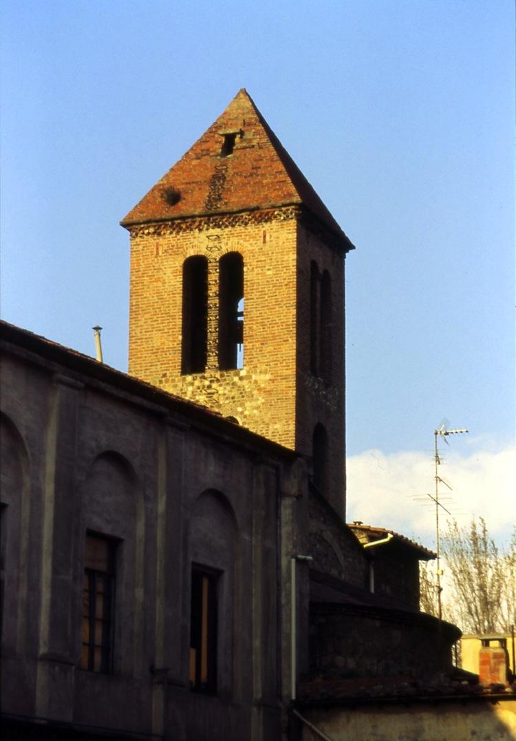 San Donato in Polverosa è un'antica chiesa fiorentina che si trova tra i palazzi del quartiere di Novoli, nascondendo tesori e leggende