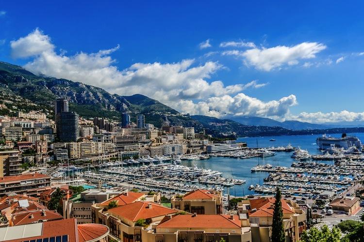 Se state cercando una meta dove passare un weekend estivo, il Principato di Monaco è la tappa più glamour in Europa vicina al confine italiano.