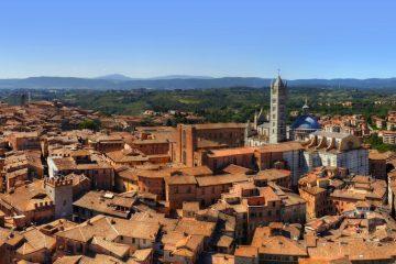 Siena è una delle città più belle di Italia, tappa obbligata durante un tour della Toscana. 7 cose da sapere sulla città del Palio