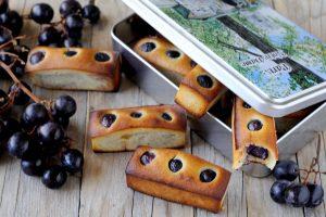 I Financiers all'uva nera sono la variante toscana dei classici dolci francesi, un'alternativa sofisticata alla classica Schiacciata con l'uva