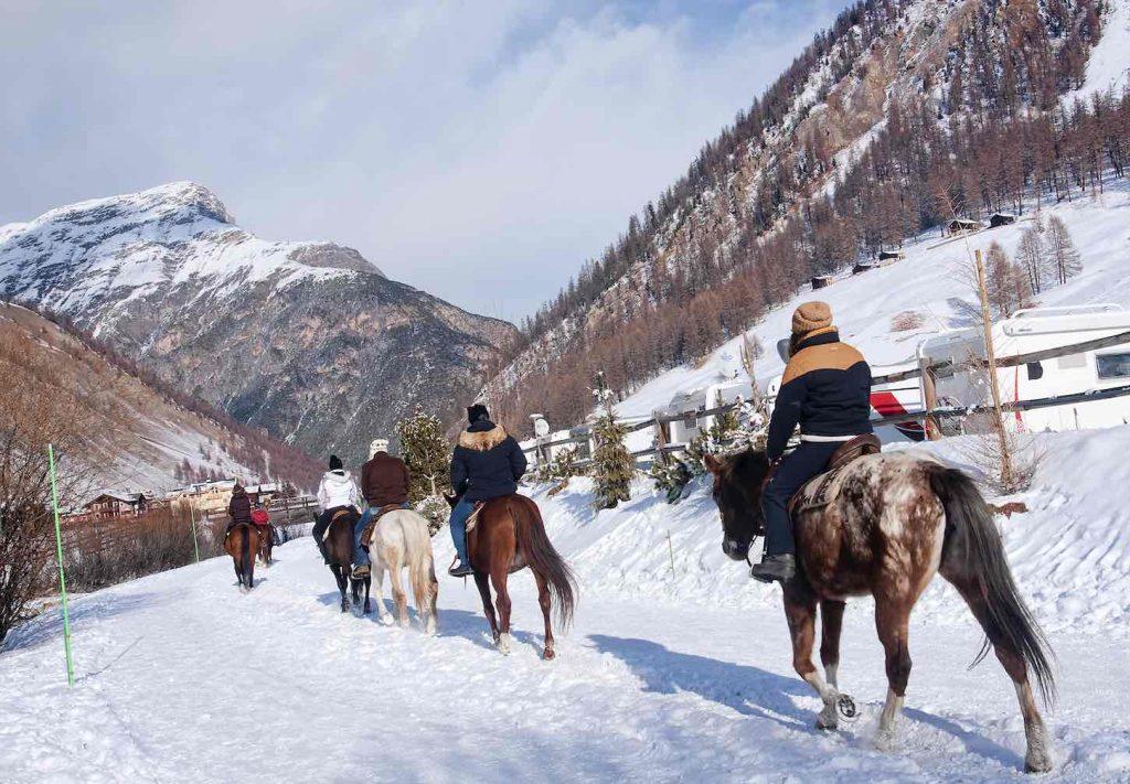 ivigno in Alta Valtellina, uno dei borghi italiani più Glamour, ricco di fascino, adatto per lo shopping compulsavo, famoso per uno dei più bei complessi sciistici d'europa, Carosello 3000. Ma anche Running, trekking, mountain bake e ristorazione di qualità.