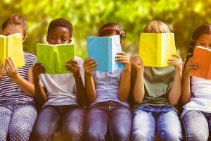 Leggere fa bene? Leggere aiuta i bambini a diventare persone miglior? E se sì, perché? Le nostre risposte tra dati scientifici e buon senso