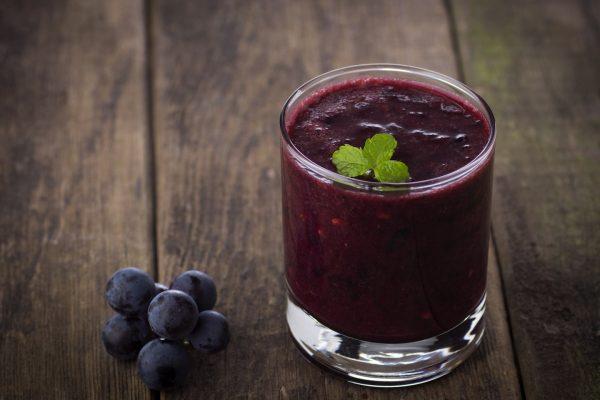 Smoothies all'uva ovvero come preparare una bevanda gustosa, ricca di polifenoli e antiossidanti con l'uva, frutto settembrino per eccellenza