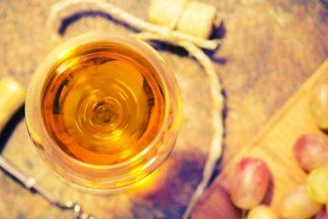 I vini da dessert toscani sono prodotti tipici sempre presenti a un pranzo o cena che si rispetti, prodotti in varie zone della Toscana