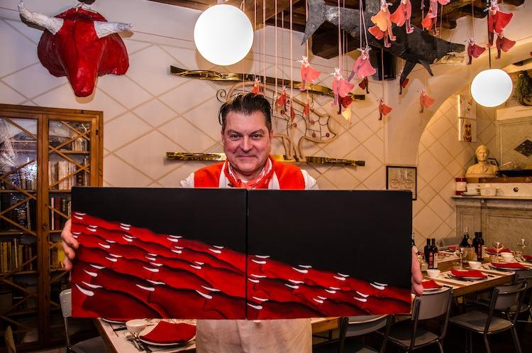 La macelleria di Dario Cecchini, e i suoi 4 ristoranti, sono uno fulcri pulsanti della vita di Panzano Chianti, paese nel cuore della Toscana