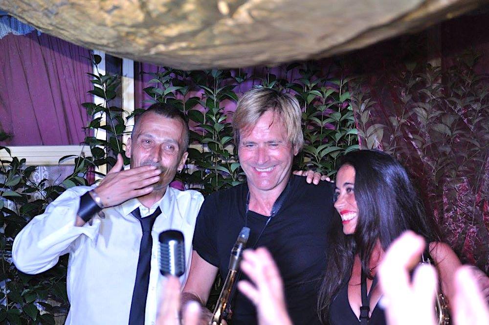 Steve, nelle mie memorie di cinquantenne, gli Spandau Ballet e i Duran Duran, negli anni 80', erano un po' come i Beatles e i Rolling Stones negli anni 60': noi ragazzi ci dividevamo tra i fan degli uni e degli altri e spesso era difficile scegliere perché entrambi i gruppi erano davvero bravi e innovativi.