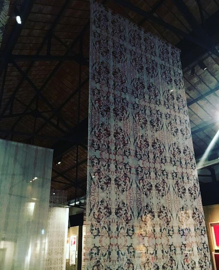 Tra Arte e Moda, una mostra al Museo dei Tessuti di Prato dedicata ai tessuti d'autore, dove si incontrano moda e arte contemporanea